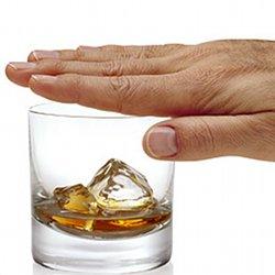 Il pirata da un braccio con dipendenza alcolica
